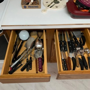 2 drawers of knives and kitchen utensils