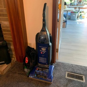 Hoover self-prop. Wind tunnel upright vacuum